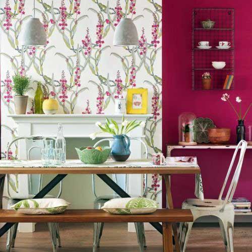 ambiente para jantar com papel de parede e cores pasteis