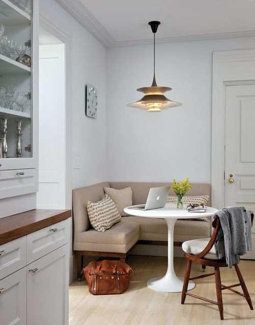 sala de jantar decorada pequena com lustre e mesa branca