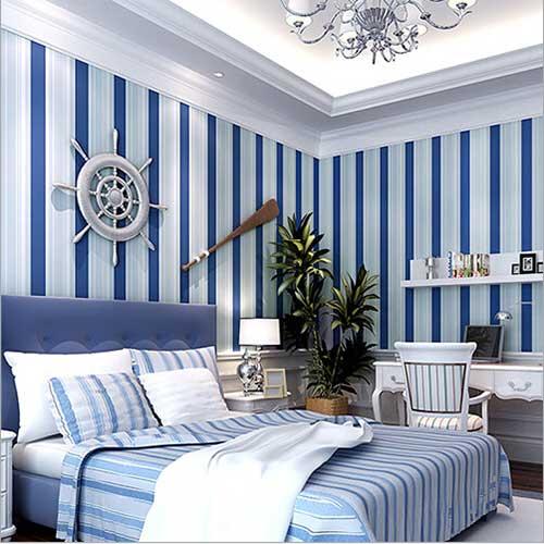 papel de parede listrado azul marinho e branco