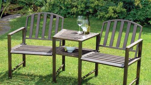 banco de aluminio marrom com mesa
