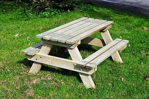 banco e mesa pra pic nic feitos de plastico