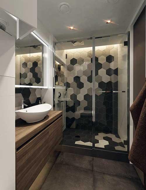 foto de banheiro amarronzado com box em cores cinzas