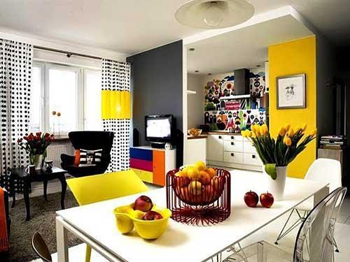 cores fortes decorando apartamento pequeno de 50 metros