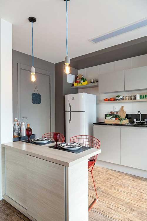 foto de cozinha americana pequena de apartamento com pouco espaço