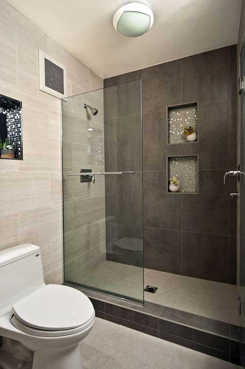 foto de banheiro pequeno com nichos nas paredes