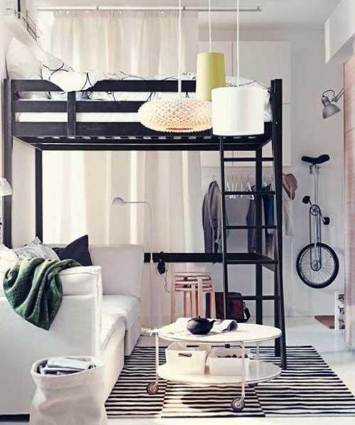 cama suspensa com sofa embaixo em ambiente integrado