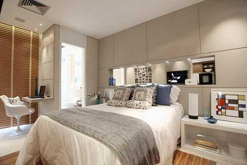 foto de quarto de casal pequeno colorida em cinza e branco