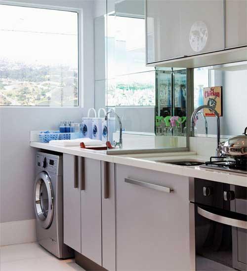 area de serviço sofisticada em apartamento com cozinha americana