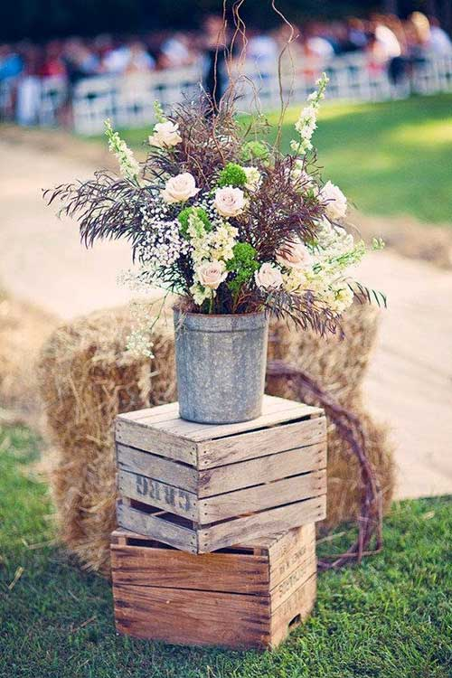 decoração com caixote de madeira para casamento rustico