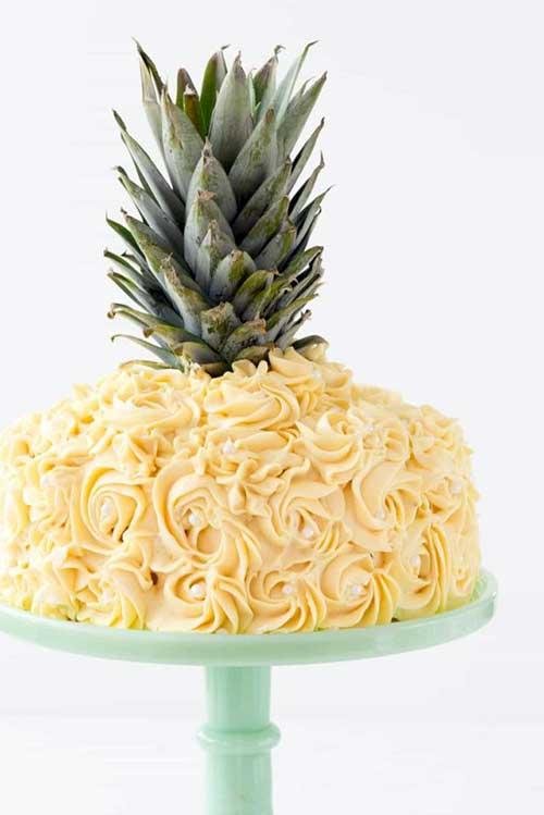 imagem de bolo decorado de abacaxi