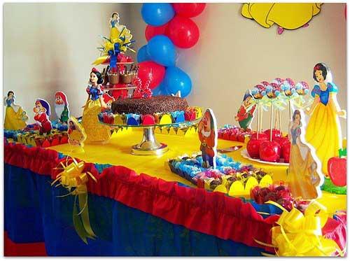 como decorar a mesa do aniversario com crepom