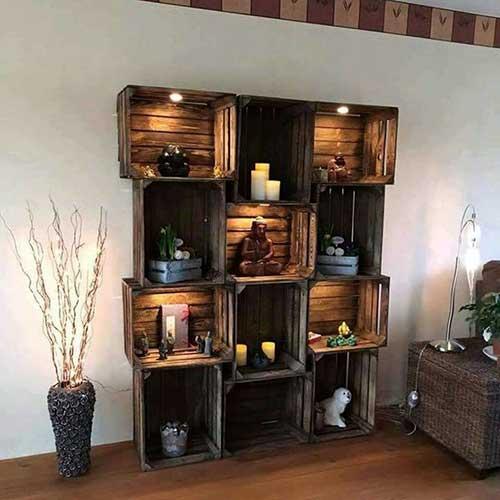 estante feita de caixas de frutas em estilo rustico e contemporaneo