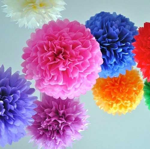imagem de flores pompom coloridas com papel crepom