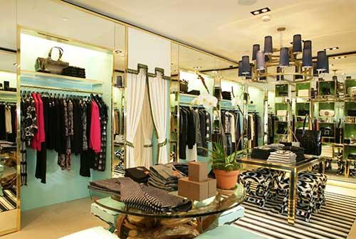 como organizar uma loja feminina de roupas pequena