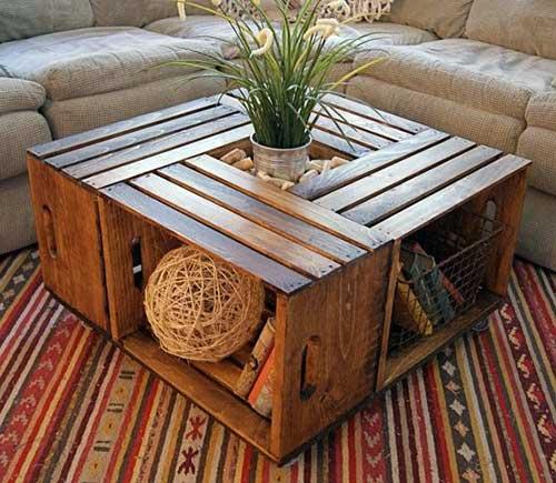 mesa de centro elegante feita em caixa de madeira