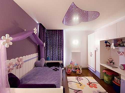 quarto feminino confortavel nas cores roxa e branca