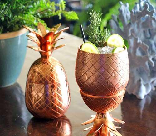 objetos de cobre para decorar festas com tema de abacaxi