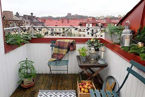 terraço pequeno decorado de apartamento antigo