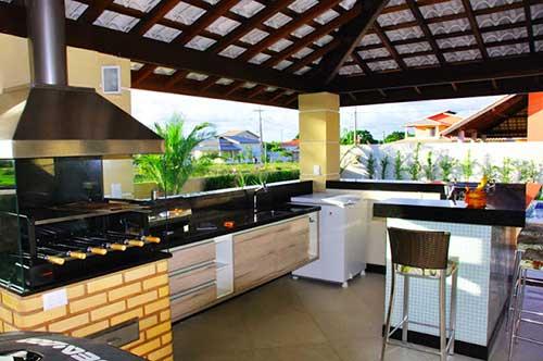 terraço decorado com telhas brancas e espaço gourmet