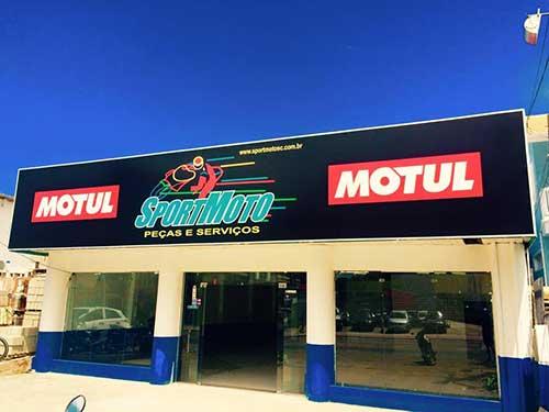 fachada em lona pra loja de motos