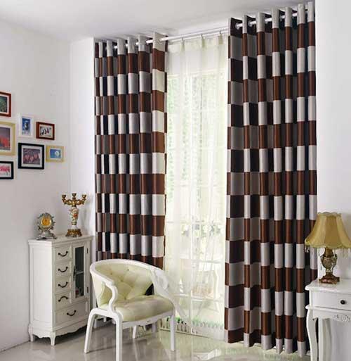 cortina marrom e branca para quarto vintage