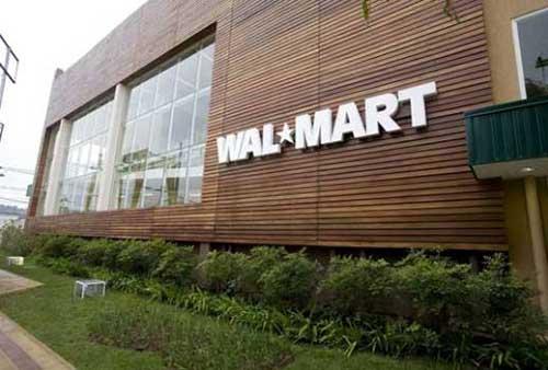 imagem de supermercado famoso decorado com fachada de madeira