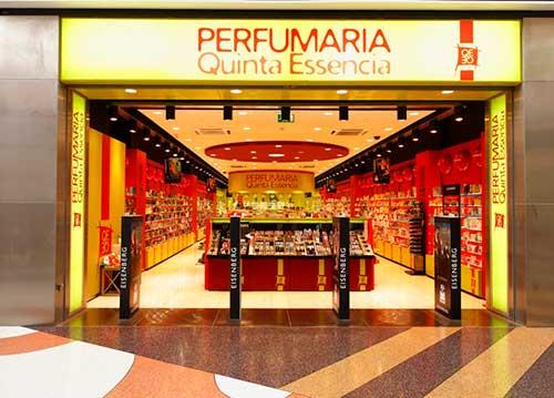 imagem de fachada iluminada em perfumaria