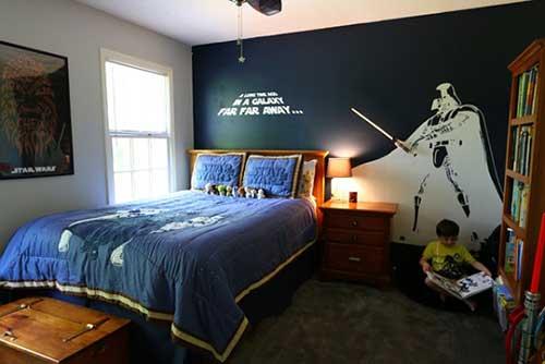 quarto de criança azul escuro e branco com tema star wars