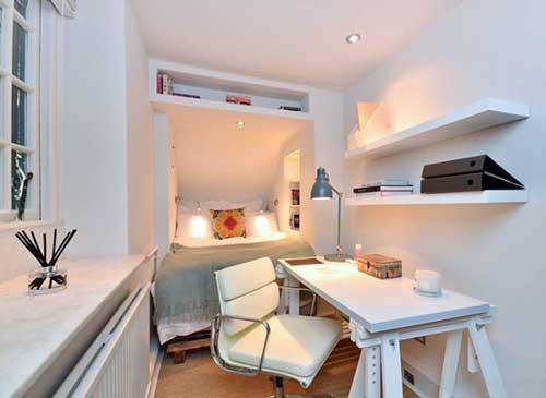 quarto pequeno decorado com moveis planejados pra aproveitar o espaço