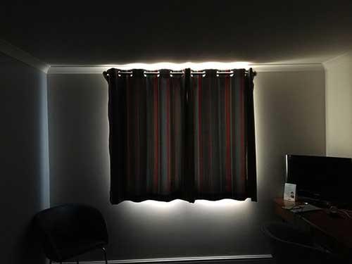 cortina colorida com blecaute funciona e é boa