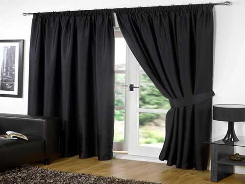 cortina preta em blackout para sala grande