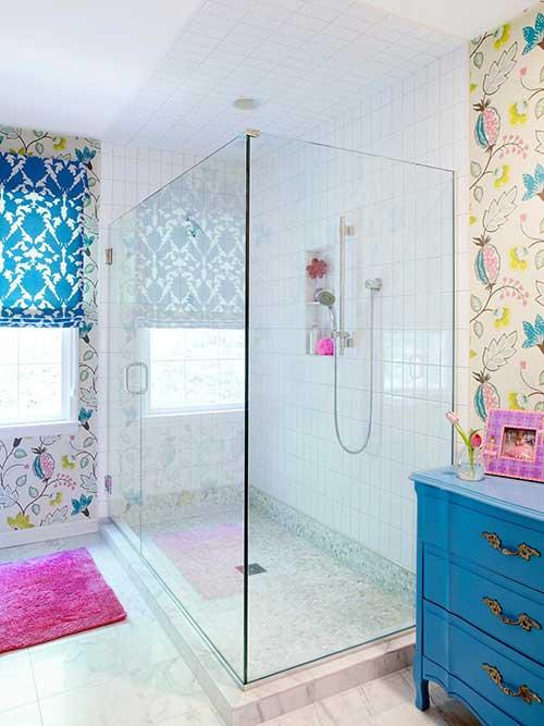 banheiro feminino com decoracao floral