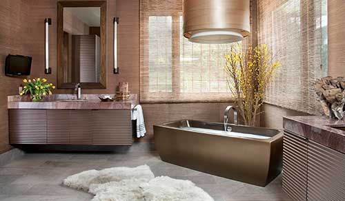 banheiro luxuoso em tom rose gold