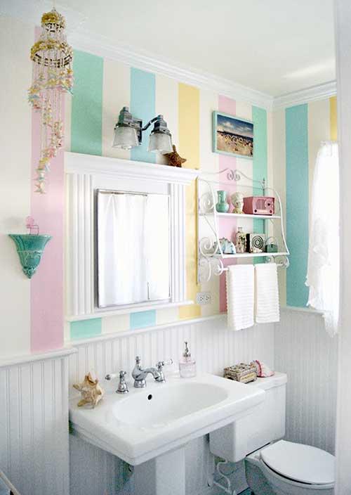 banheiro colorido feminino com textura na parede