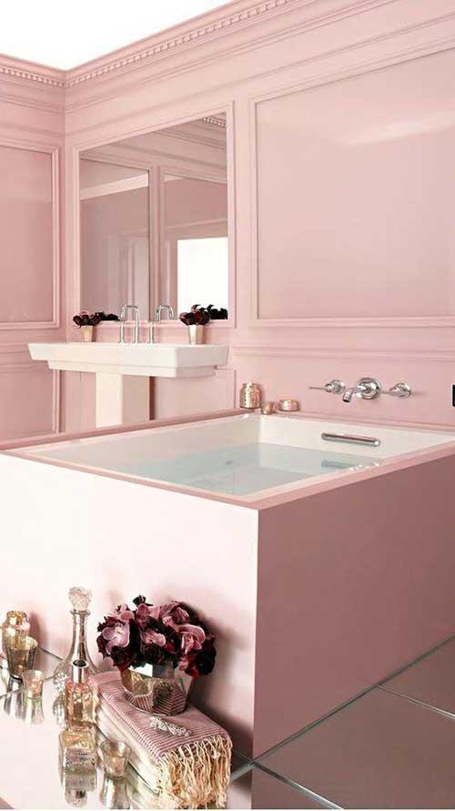 banheiro rosa com acabamento em gesso nas paredes