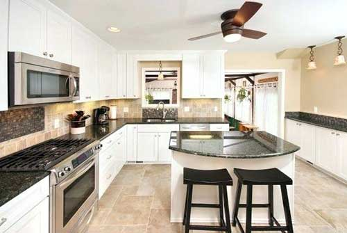 cozinha branca, preta e bege planejada e grande