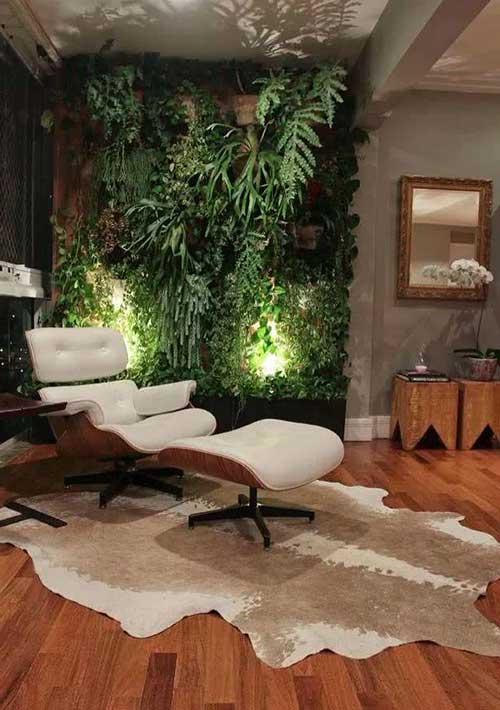 sala de estar decorada com jardim e poltrona chique