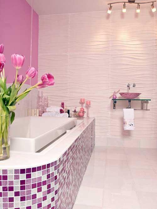 banheiro rosa com pastilhas de vidro mescladas