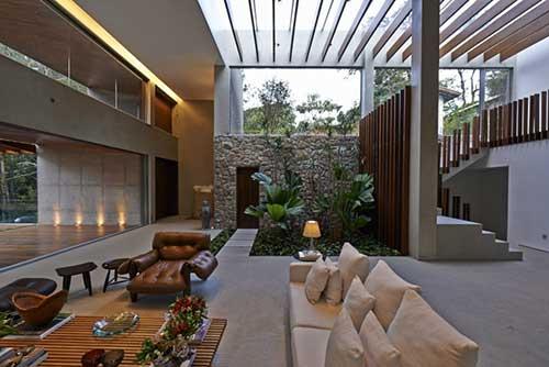 sala de estar ampla com jardim de inverno