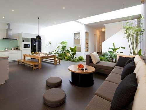 imagem de sala de estar, jantar e cozinha integrados com jardim de inverno
