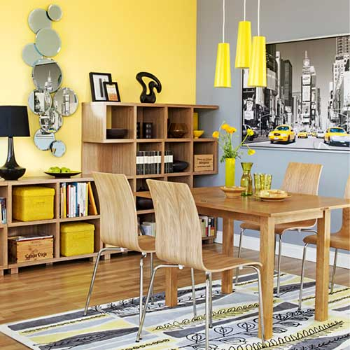 sala de jantar amarela com parede cinza e parede amarela