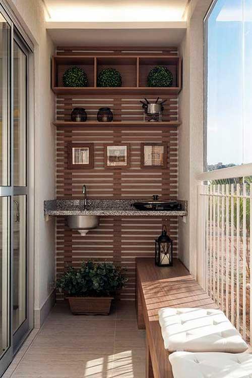 varanda gourmet pequena e simples com painel de madeira