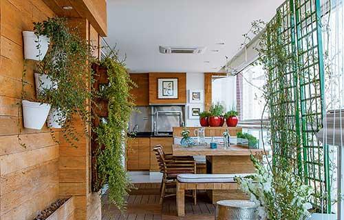 sacada gourmet sofisticada com jardim vertical