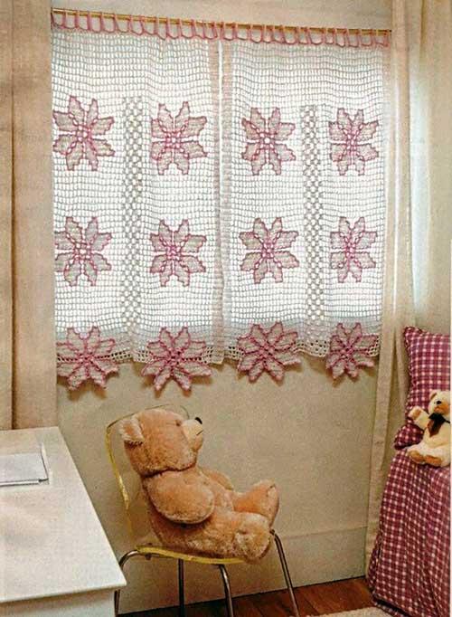 cortina de croche rosa e branca pra quarto de criança