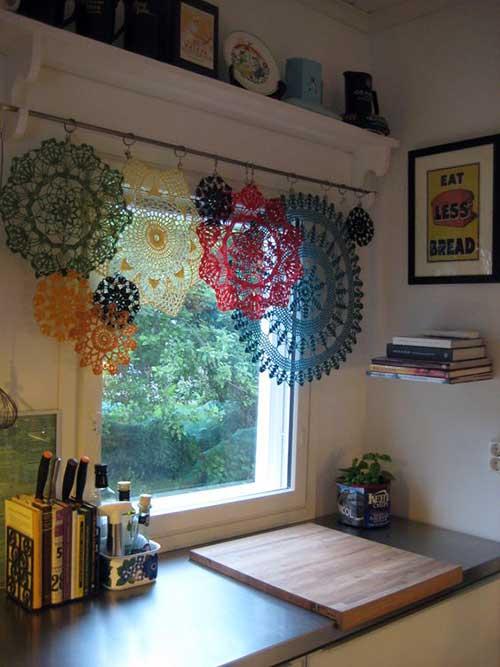 cortina de flores em croche pra cozinha