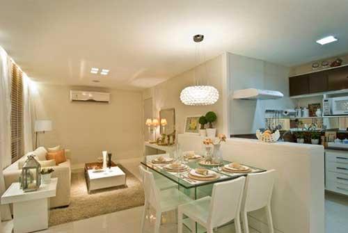 sala de estar e jantar em apartamento pequeno com cozinha americana