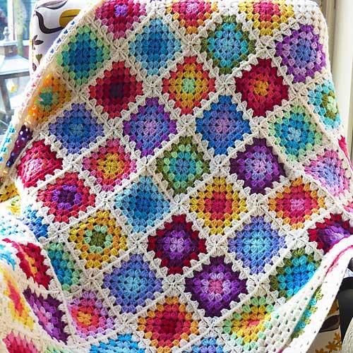 manta colorida com desenhos quadrados