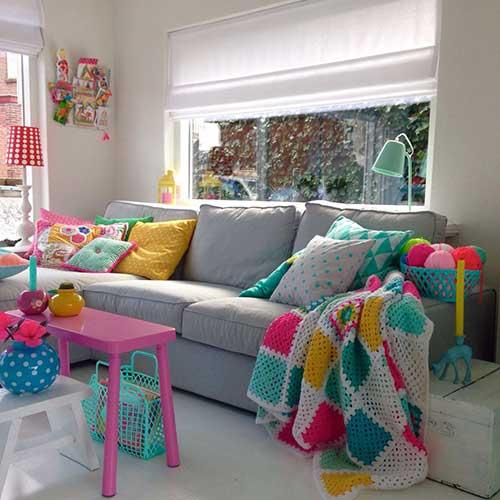 manta colorida em croche para sala de estar