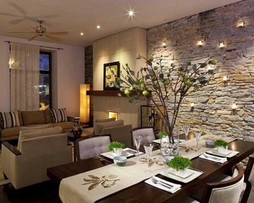sala de jantar e de estar integradas com papel de parede de pedra