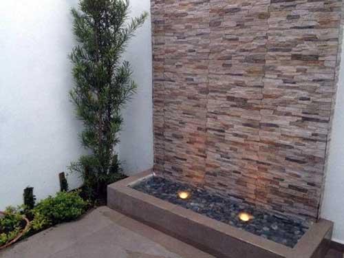 muro de jardim decorado com ceramica que imita tijolinho